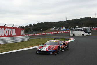 #71 AF Corse Ferrari 488 GTE EVO: Davide Rigon, Sam Bird with circuit safari bus