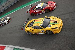 #162 Ferrari 488, Team Zenith Sion - Lausa: Christophe Hurni e #321 Ferrari 488, Scuderia Corsa - Ferrari of Beverly Hills: Thomas Tippl