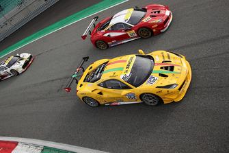 #162 Ferrari 488, Team Zenit Sion - Lausa: Christophe Hurni e #321 Ferrari 488, Scuderia Corsa - Ferrari of Beverly Hills: Thomas Tippl