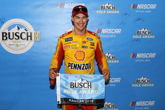 Poles sitter Joey Logano, Team Penske, Ford Fusion Shell Pennzoil