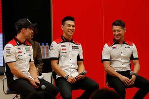 中上貴晶、カル・クラッチロー、ルーチョ・チェッキネロ(LCR Honda チーム代表)