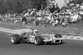Jack Brabham, Brabham BT33 passes the dangerously located spectators
