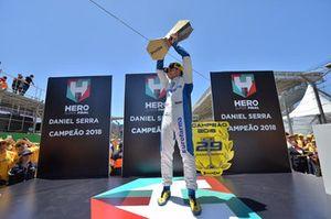 Daniel Serra comemora título em Interlagos