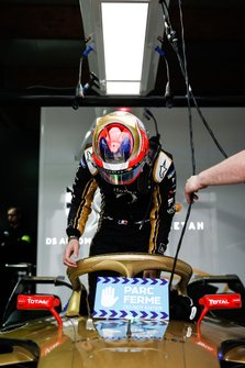 Jean-Eric Vergne, DS TECHEETAH, climbs into his DS E-Tense FE19 in the garage