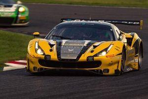 #28 HubAuto Racing Ferrari 488 GT3: Nick Foster, David Perel e Hiroki Yoshida