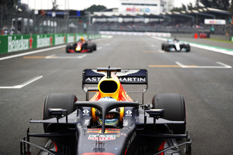 Daniel Ricciardo, Red Bull Racing RB14, Max Verstappen, Red Bull Racing RB14, en Lewis Hamilton, Mercedes AMG F1 W09