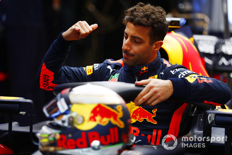 Daniel Ricciardo, Red Bull Racing RB14, climbs into the cockpit of his car