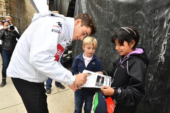 Charles Leclerc, Sauber met de fans