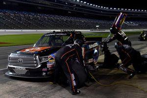 Todd Gilliland, Kyle Busch Motorsports, Toyota Tundra JBL/SiriusXM, pit stop