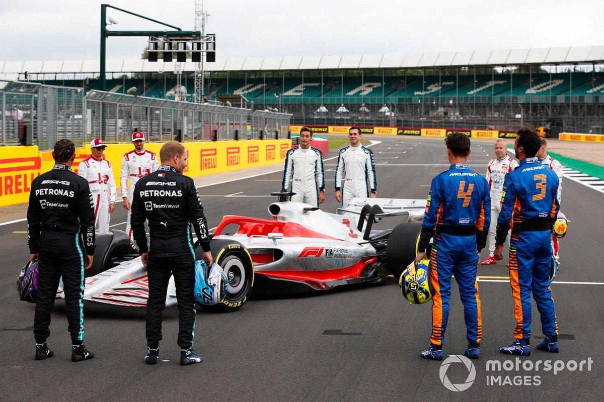 El evento de lanzamiento del coche de Fórmula 1 de 2022 en la parrilla de Silverstone