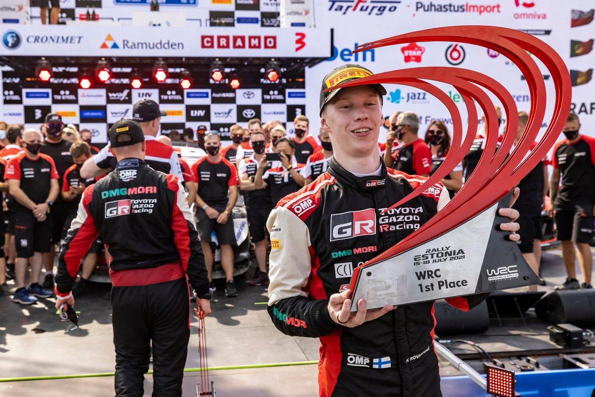 Podio: ganador Kalle Rovanperä, Toyota Gazoo Racing WRT