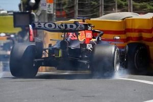 Max Verstappen, Red Bull Racing RB16B, hits the wall in FP3