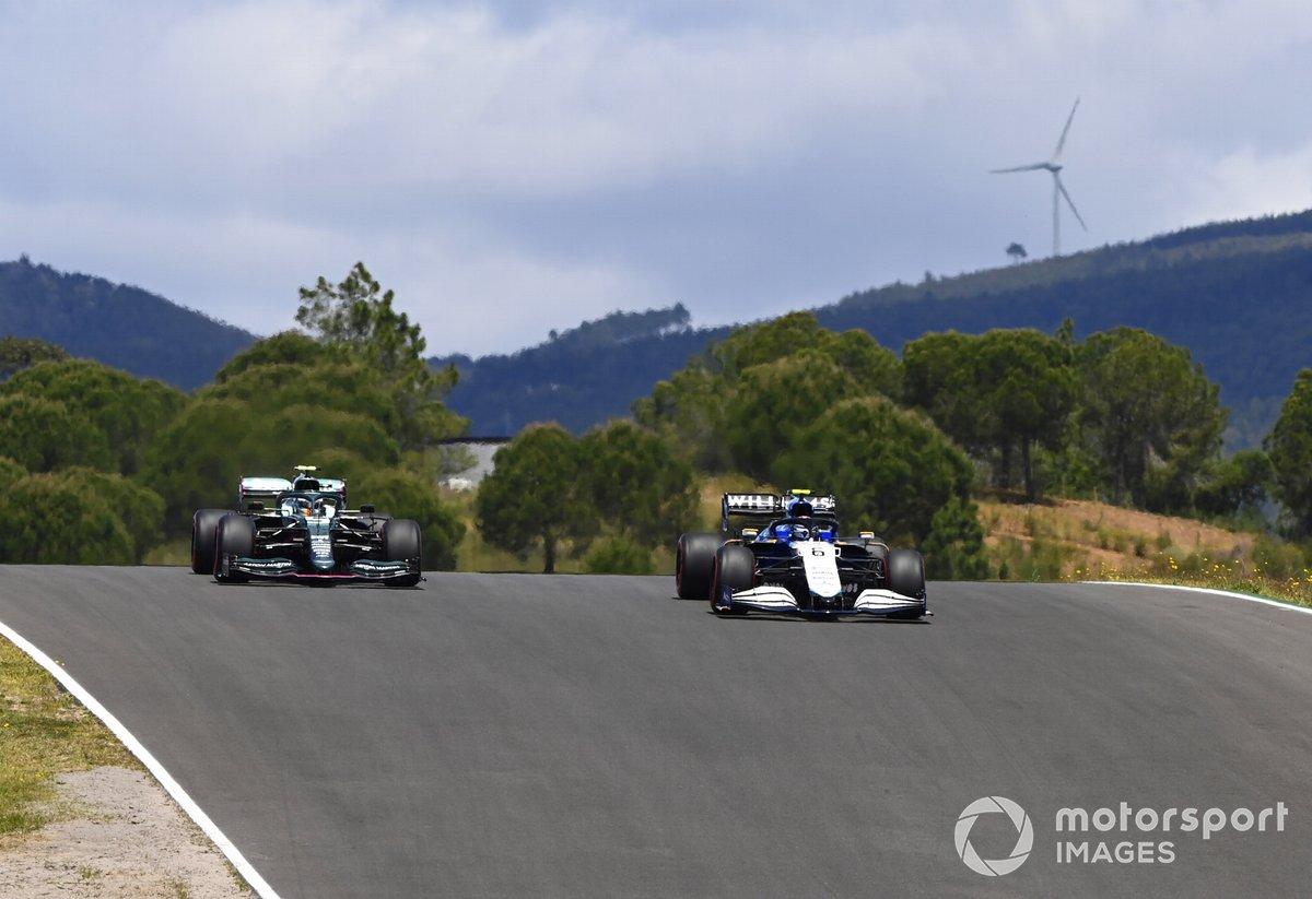 Nicholas Latifi, Williams FW43B, Sebastian Vettel, Aston Martin AMR21