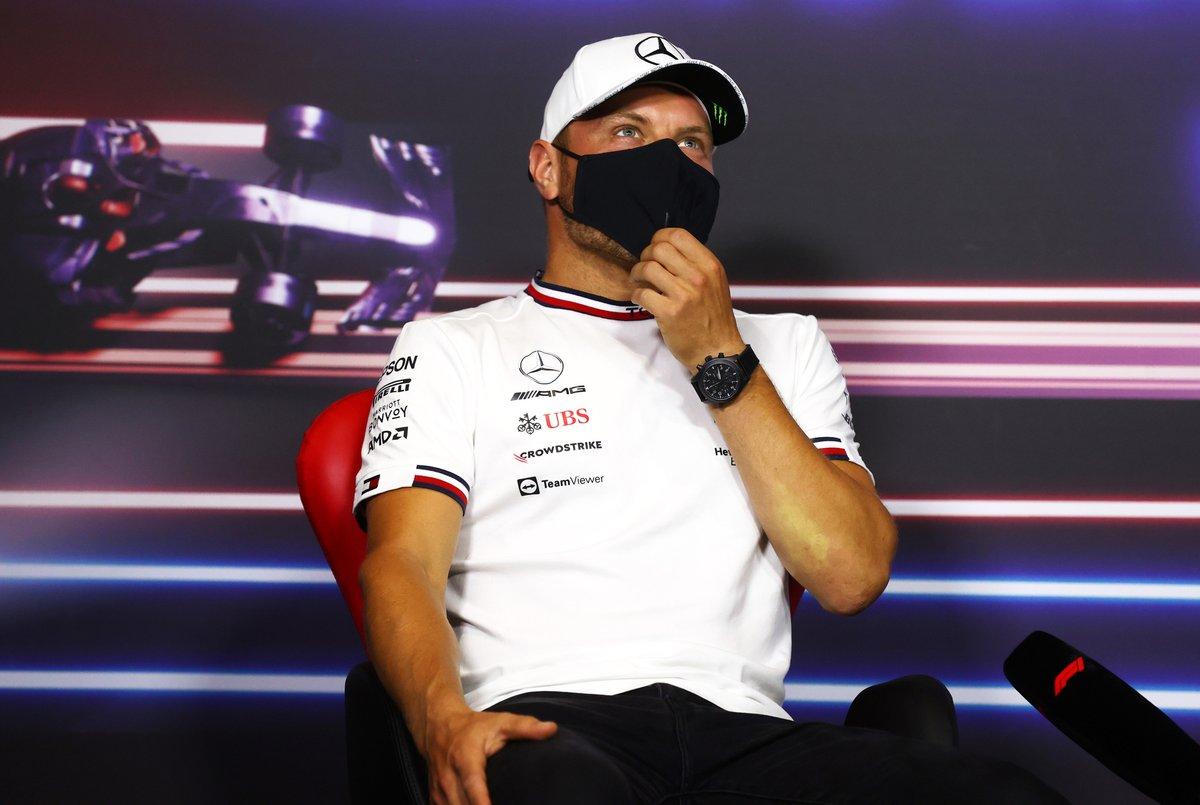 Valtteri Bottas, Mercedes durante la conferencia de prensa