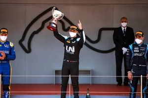 Felipe Drugovich, Uni-Virtuosi, Race Winner Guanyu Zhou, Uni-Virtuosi Racing and Roy Nissany, DAMS celebrate on the podium with the trophy