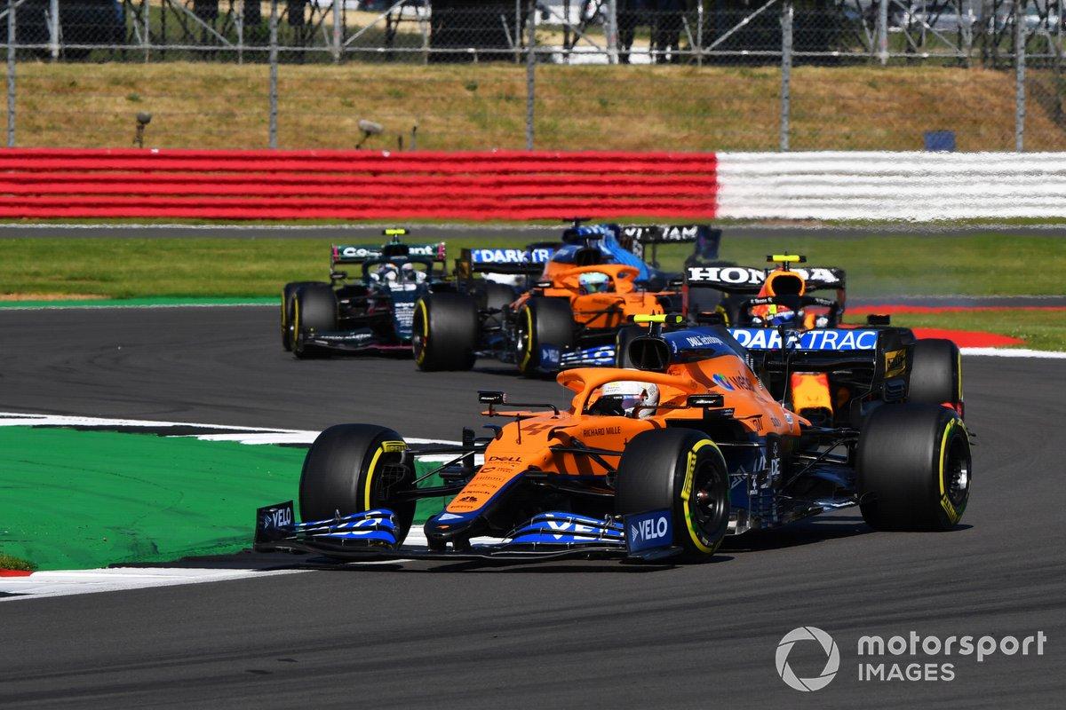 Lando Norris, McLaren MCL35M, Sergio Pérez, Red Bull Racing RB16B, Daniel Ricciardo, McLaren MCL35M
