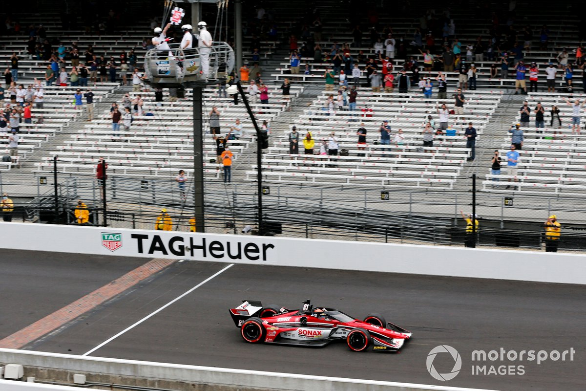 Ganador de la carrera Rinus VeeKay, Ed Carpenter Racing Chevrolet cruza la meta