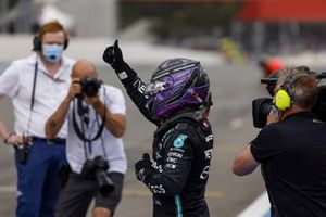 Lewis Hamilton, Mercedes, 2nd position, gives a thumbs up in Parc Ferme