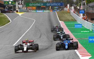 Antonio Giovinazzi, Alfa Romeo Racing C41, Fernando Alonso, Alpine A521, Sebastian Vettel, Aston Martin AMR21 et Pierre Gasly, AlphaTauri AT02