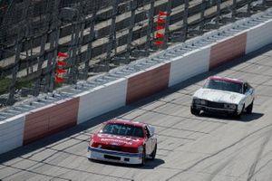 Bill Elliott und Leonard Wood in historischen NASCAR-Autos