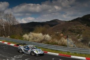 #33 Rutronik Racing Porsche 911 GT3 R: Romain Dumas, Tobias Mueller, Tristan Viidas