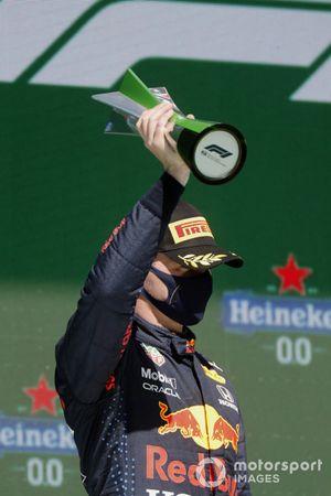 Max Verstappen, Red Bull Racing, 2e plaats, op het podium