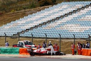 Kimi Raikkonen, Alfa Romeo Racing C41, crashes out of the race
