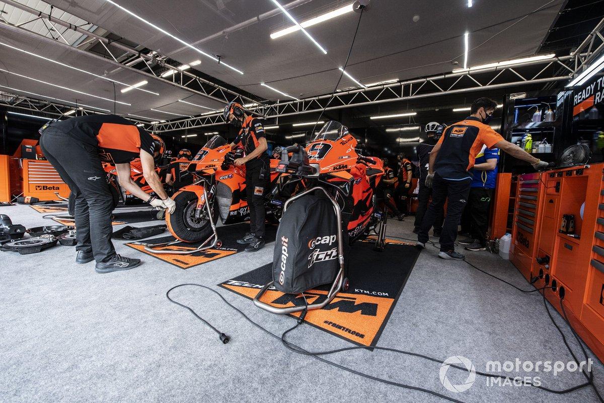 Red Bull KTM Factory Racing, atmosfera in garage