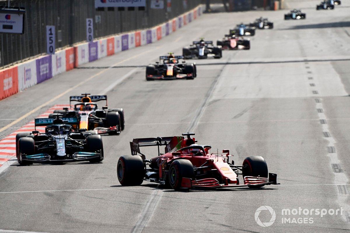 Charles Leclerc, Ferrari SF21, Lewis Hamilton, Mercedes W12, e Max Verstappen, Red Bull Racing RB16B