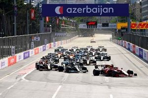 Charles Leclerc, Ferrari SF21, Lewis Hamilton, Mercedes W12, Max Verstappen, Red Bull Racing RB16B, and the rest of the field at the start