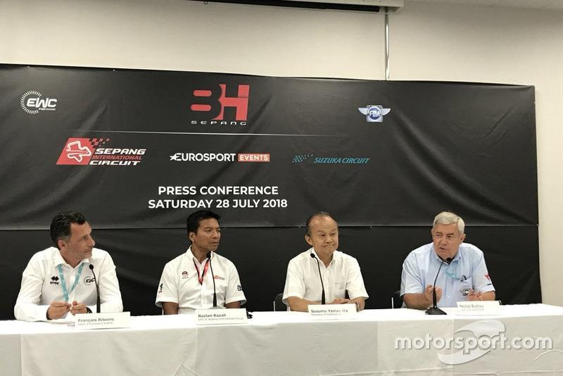 Konferensi pers Sepang 8 Jam: Francois Ribeiro Head of Eurosport Events, Dato' Razlan Razali CEO Sepang, Susumu Yamashita Mobilityland President, and Rezso Bulcsu IZM CCR Director