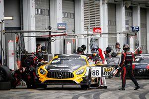 Pit stop, #88 Akka ASP Team Mercedes-AMG GT3: Raffaele Marciello, Michael Meadows