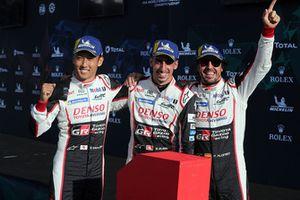 I vincitori della gara #8 Toyota Gazoo Racing Toyota TS050: Sebastien Buemi, Kazuki Nakajima, Fernando Alonso
