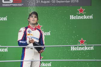 Podio: ganador de la carrera Pedro Piquet, Tridente