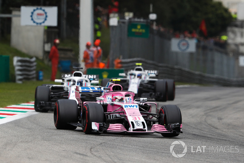 Esteban Ocon, Racing Point Force India VJM11, Lance Stroll, Williams FW41, y Sergey Sirotkin, Williams FW41