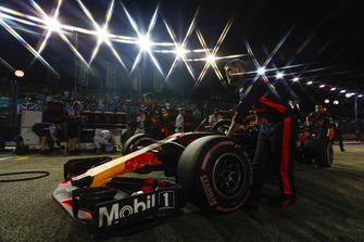Max Verstappen, Red Bull Racing RB14, arriveert op de grid