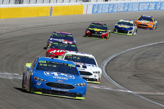 Ryan Blaney, Team Penske, Ford Fusion PPG e Kevin Harvick, Stewart-Haas Racing, Ford Fusion Mobil 1