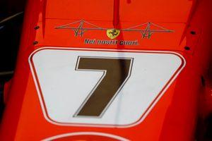 Ferrari SF71H, con l'emblema del crollo del ponte di Genova e il messaggio