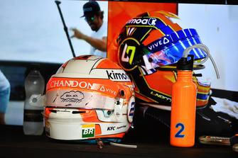 Helmen van Stoffel Vandoorne, McLaren en Lando Norris, McLaren