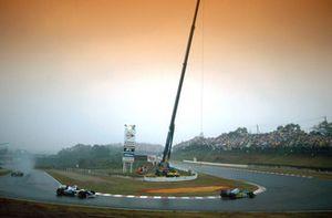 Michael Schumacher , Benetton B194 leads Damon Hill, Williams FW16
