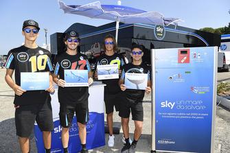 Les pilotes SKY Racing Team VR46 : les pilotes Moto2 Luca Marini, Francesco Bagnaia, et les pilotes Moto3 Nicolò Bulega et Dennis Foggia