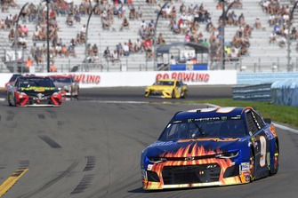 Chase Elliott, Hendrick Motorsports, Chevrolet Camaro SunEnergy1, Martin Truex Jr., Furniture Row Racing, Toyota Camry 5-hour ENERGY/Bass Pro Shops