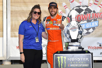 Chase Elliott, Hendrick Motorsports, Chevrolet Camaro SunEnergy1, festeggia nella victory lane