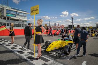 Starting grid, Max Fewtrell, R-Ace GP