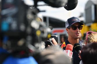 Daniel Ricciardo, Red Bull Racing talks with the media