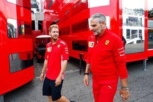 Sebastian Vettel, Ferrari, avec Maurizio Arrivabene, directeur, Ferrari