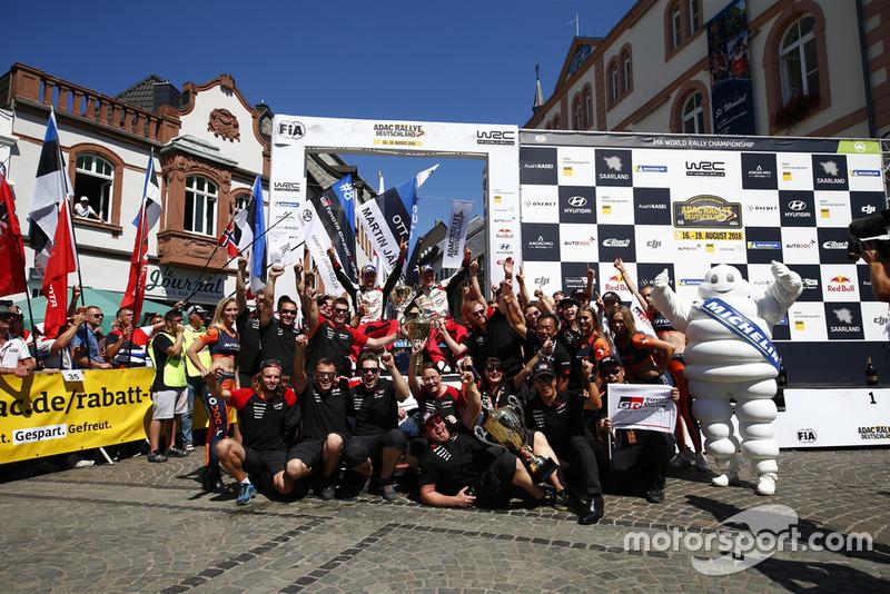 Los ganadores: Ott Tanak, Martin Järveoja, Toyota Yaris WRC, Toyota Gazoo Racing