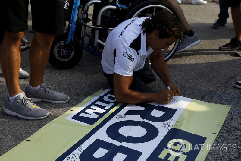 Alex Zanardi, BMW Team RMR sign the banner for Robert Wickens