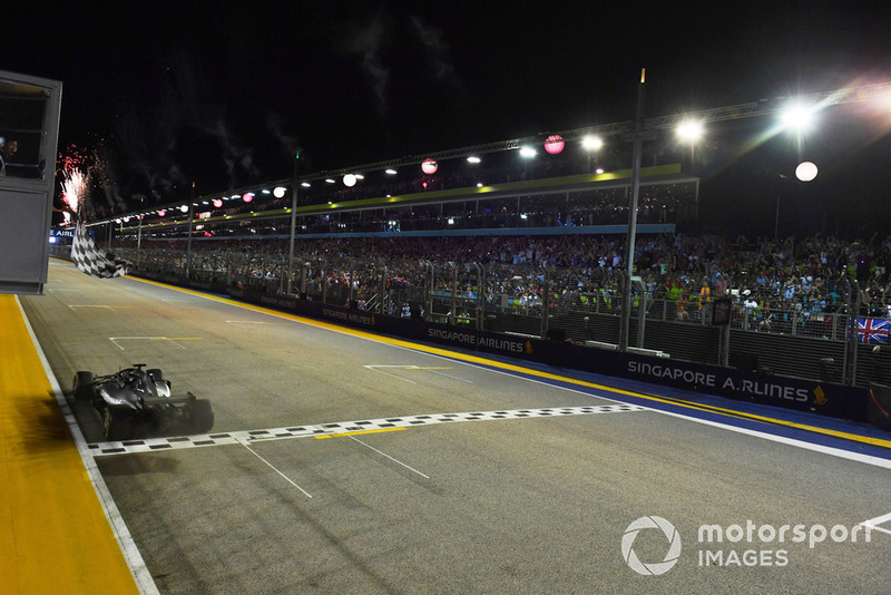 Winnaar: Lewis Hamilton, Mercedes-AMG F1 W09