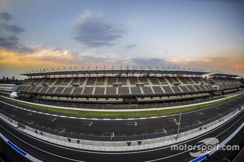 O local do GP do México é também o de maior altitude dentro do calendário atual da F1, com 2.200 metros acima do nível do mar. O GP que tinha esta marca era o do Brasil, em Interlagos, com 'apenas' 800 metros.